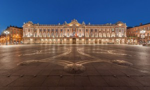 Toulouse_Capitole_Night_Wikimedia_Commons